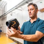 The new thermal imager testo 883: Reinforcements for those who work in building energy consulting